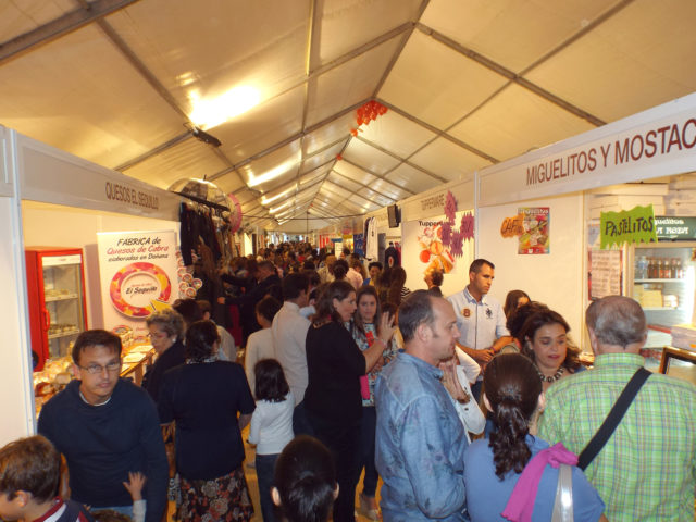 Zona de stands de la Pará C3A1 de Gines